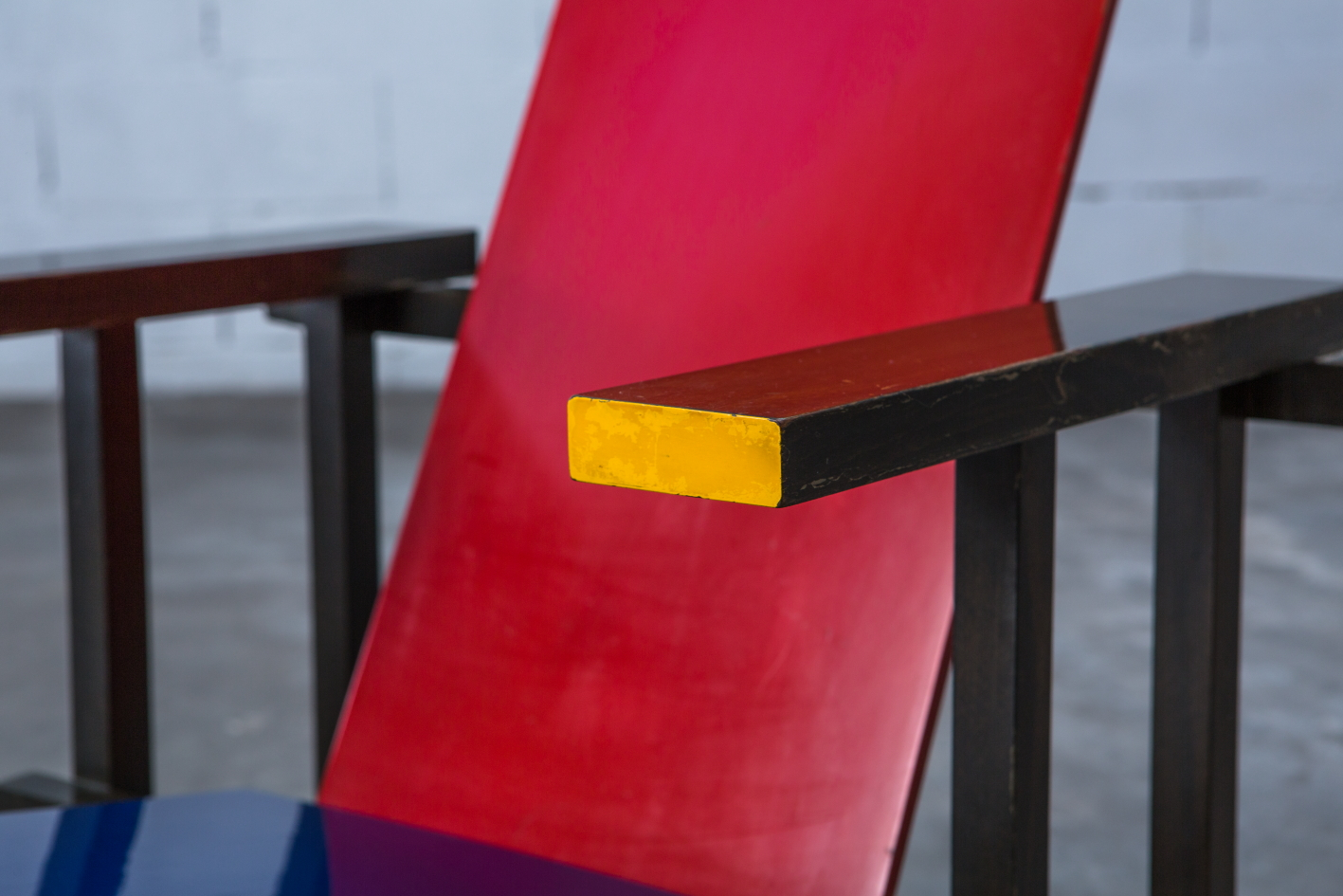 Early Red & Blue chair - Gerrit Rietveld for Cassina signed n.23 - Arm detail