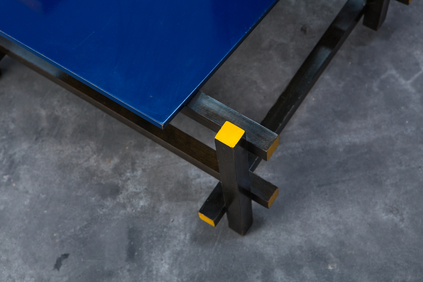 Early Red & Blue chair - Gerrit Rietveld for Cassina signed n.23 - Leg detail