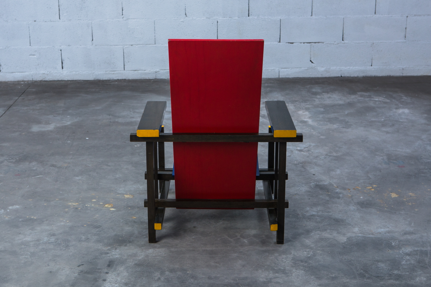 Early Red & Blue chair - Gerrit Rietveld for Cassina signed n.23 - Back view
