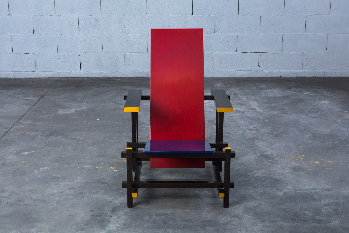 Early Red & Blue chair - Gerrit Rietveld for Cassina signed n.23 - Front view