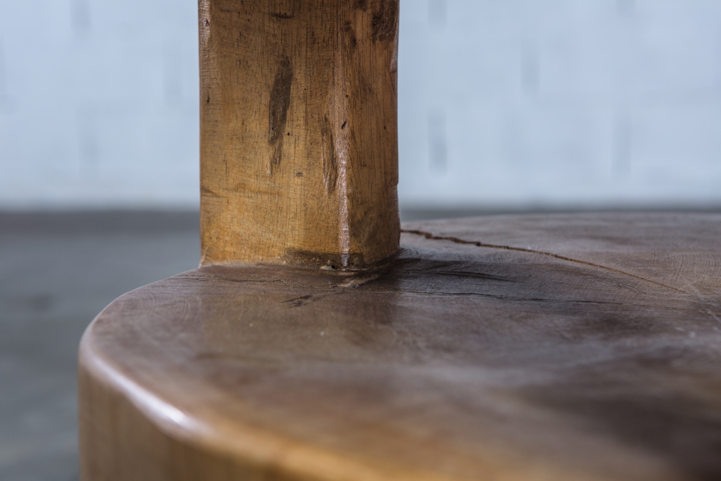 Quattrocchi side table executed and designed by Mauro Mori - Wood detail