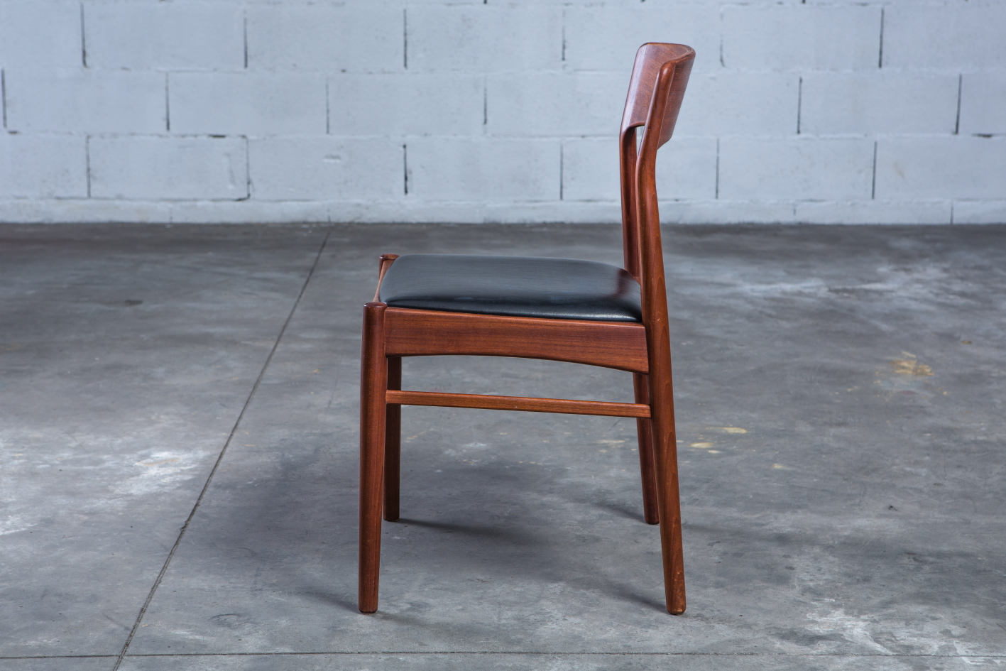 mid century teak danish chairs - Korup Stolefabrik - Side view