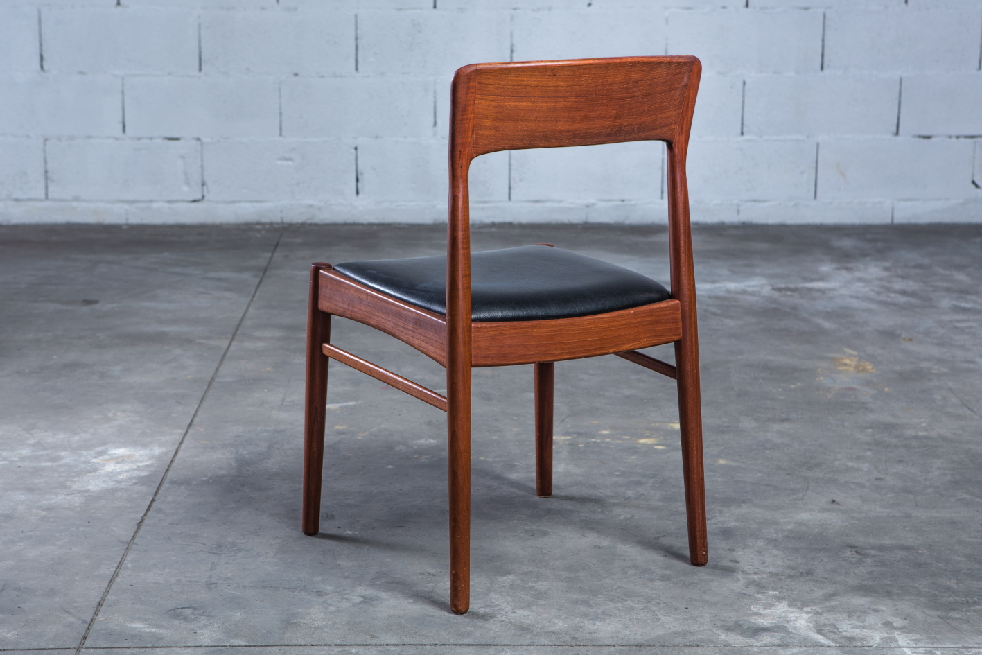 mid century teak danish chairs - Korup Stolefabrik - 3/4 back view