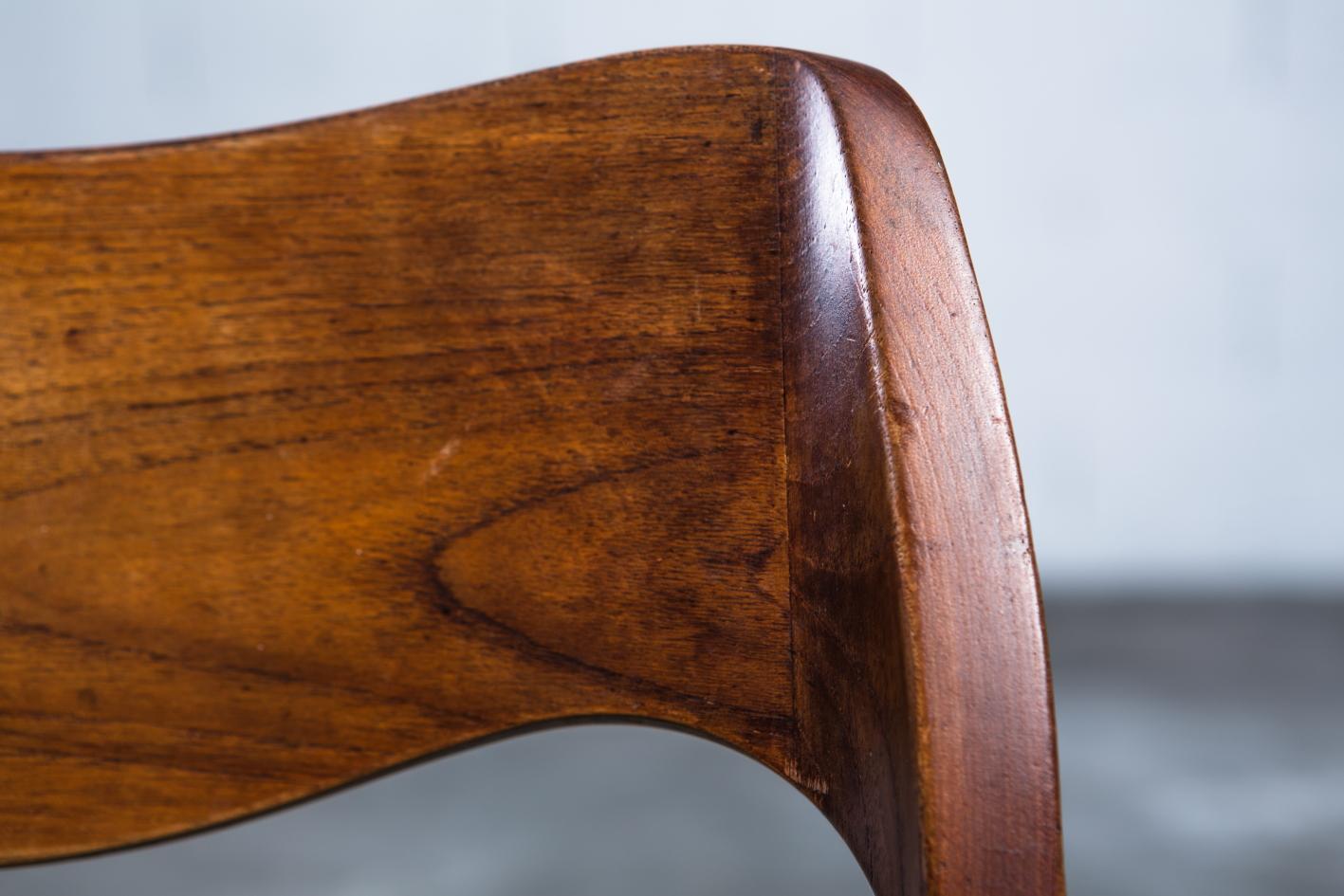 Model 71 teak chairs - Niels O. Møller for J.L. Møller - Teak detail