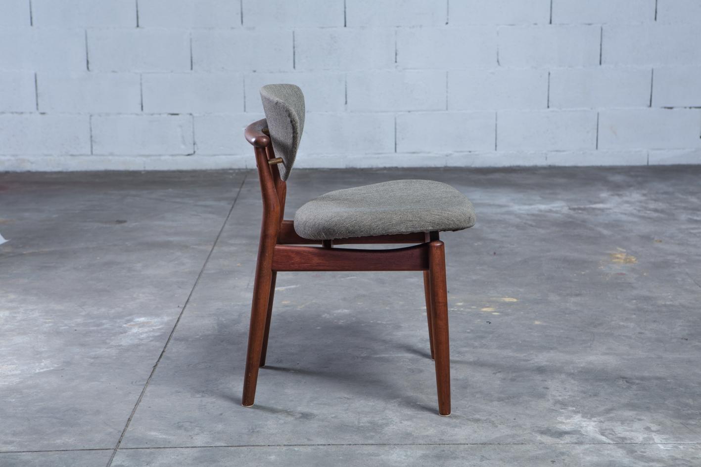 NV108 - Fj55 chairs - Finn Juhl for Niels Vodder - Side view