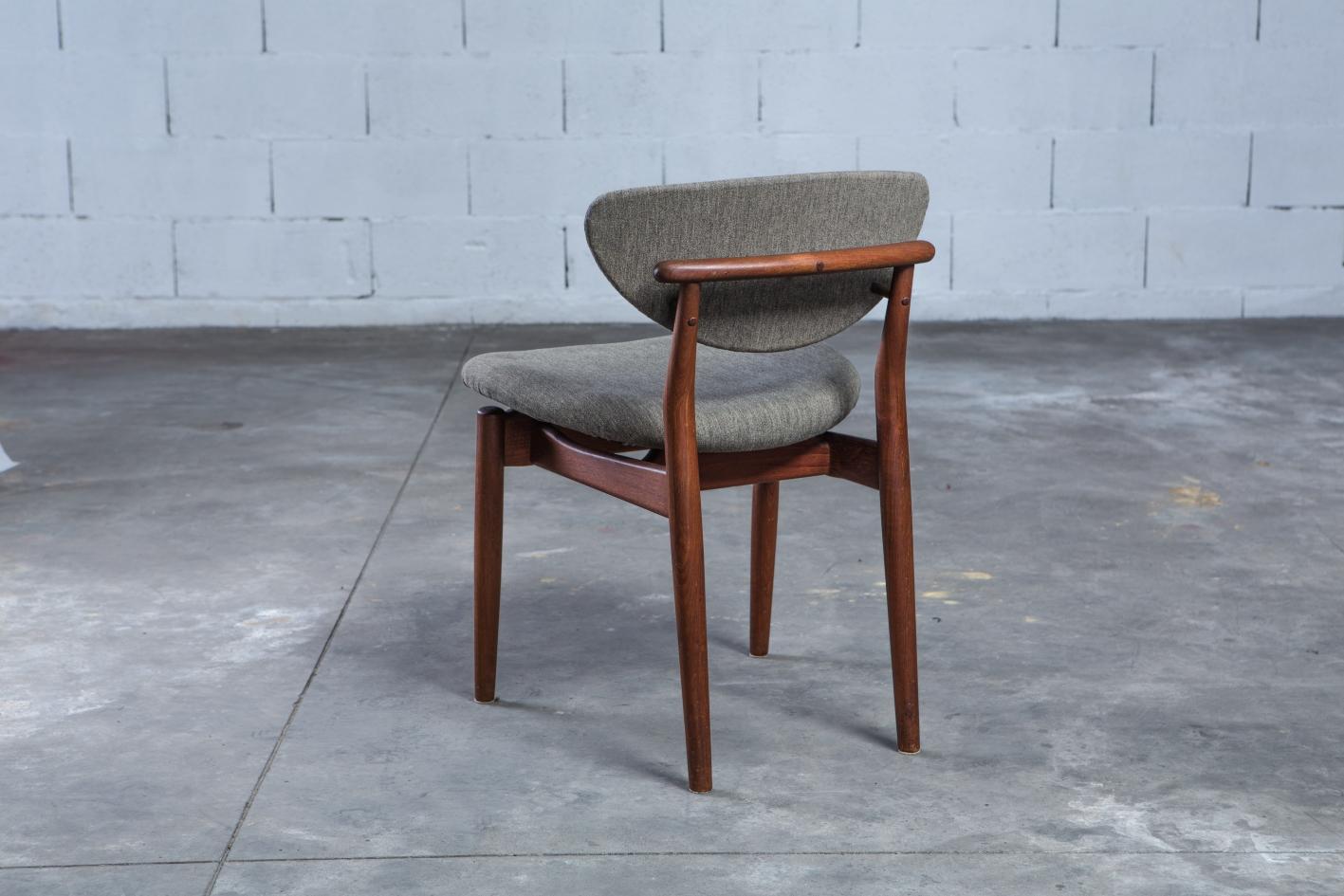 NV108 - Fj55 chairs - Finn Juhl for Niels Vodder - 3/4 back view