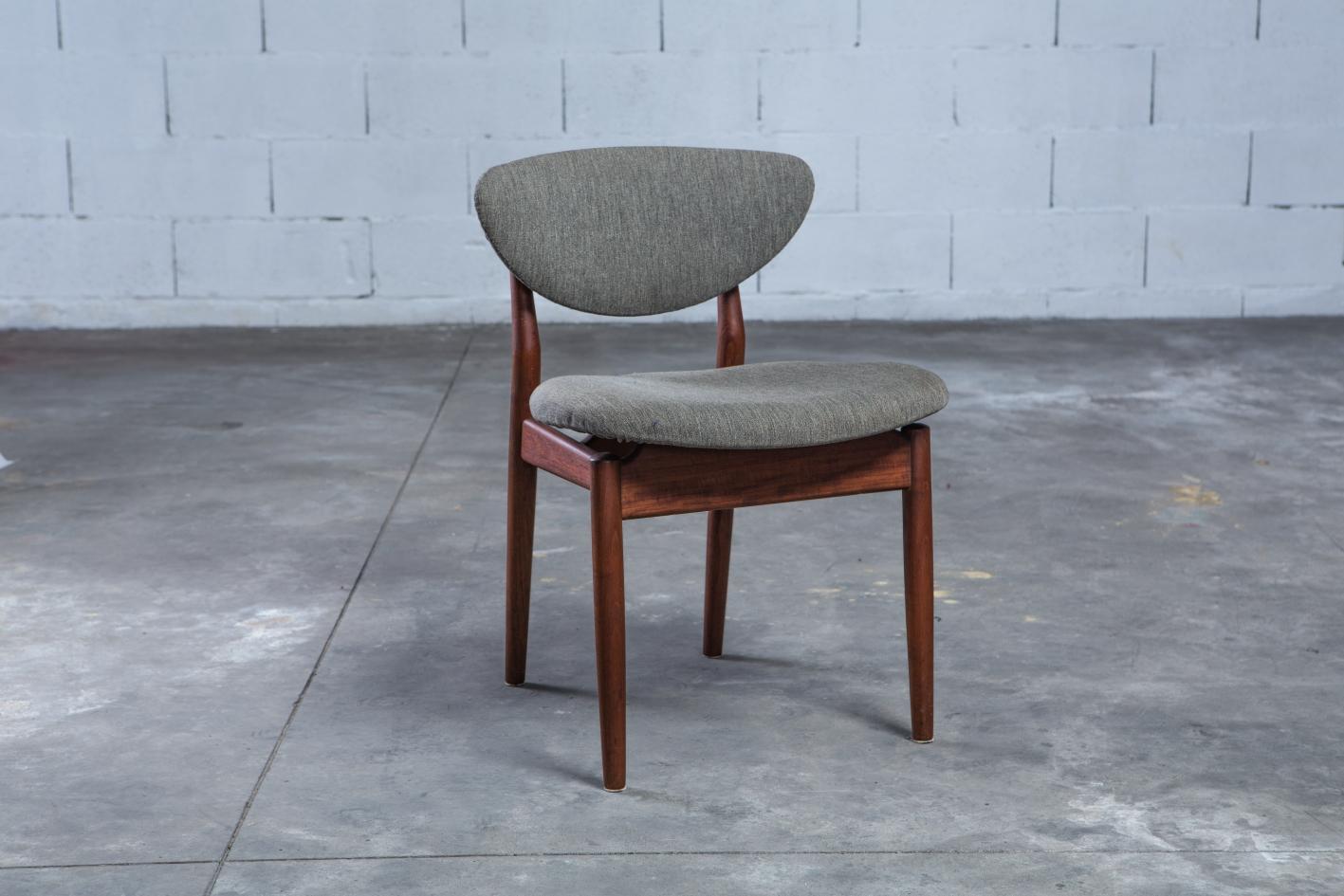 NV108 - Fj55 chairs - Finn Juhl for Niels Vodder - 3/4 front view