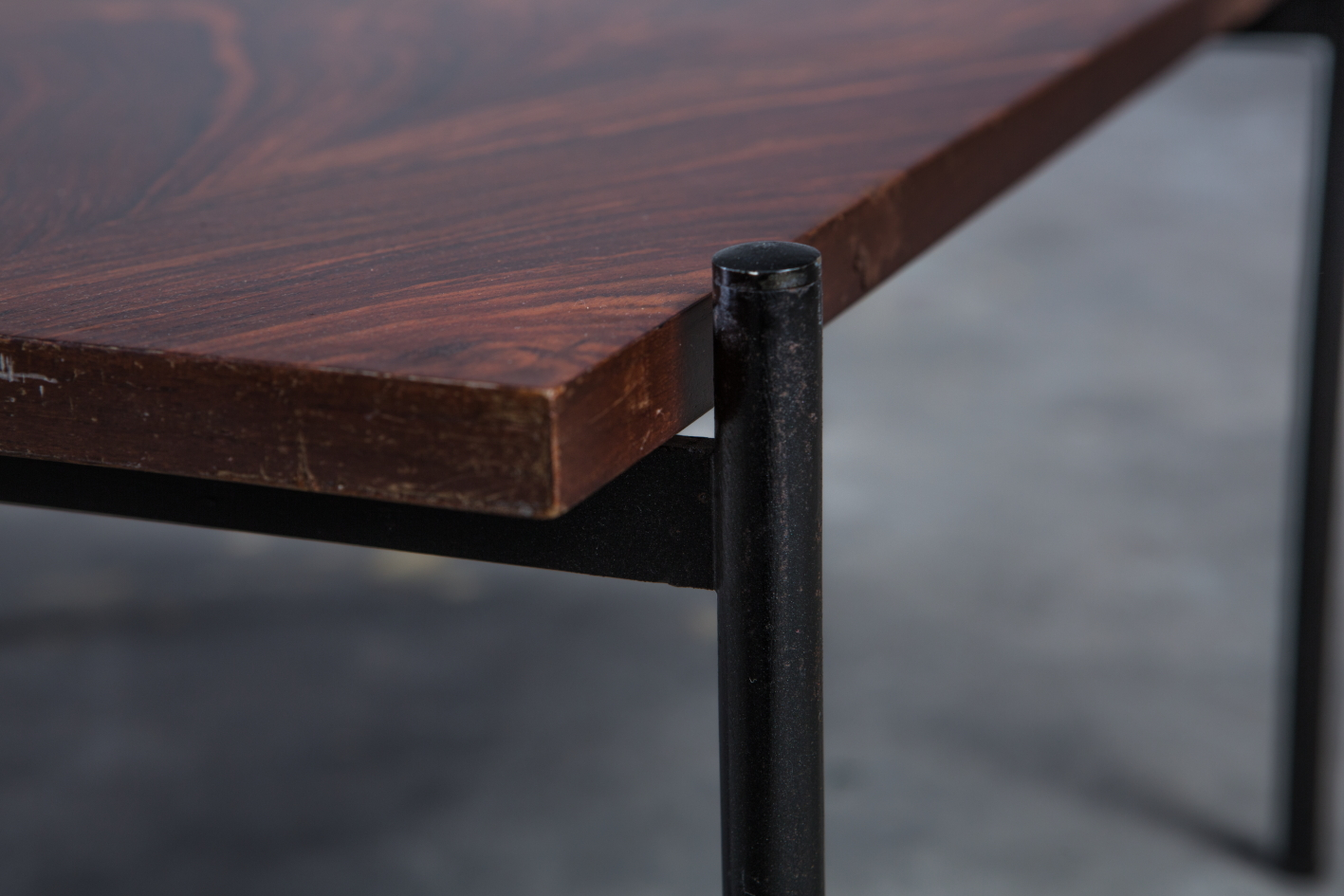 Rosewood metal mid century Italian side table by Pizzetti - Legs detail