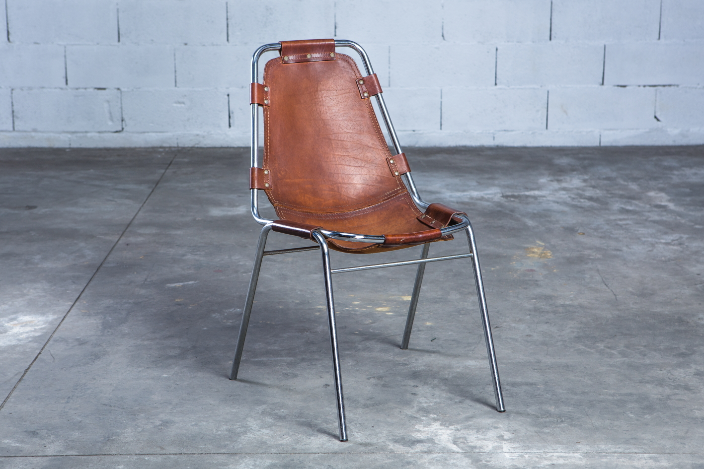 ''Les Arcs'' chairs - Charlotte Perriand - Leather and metal frame - 3/4 front view