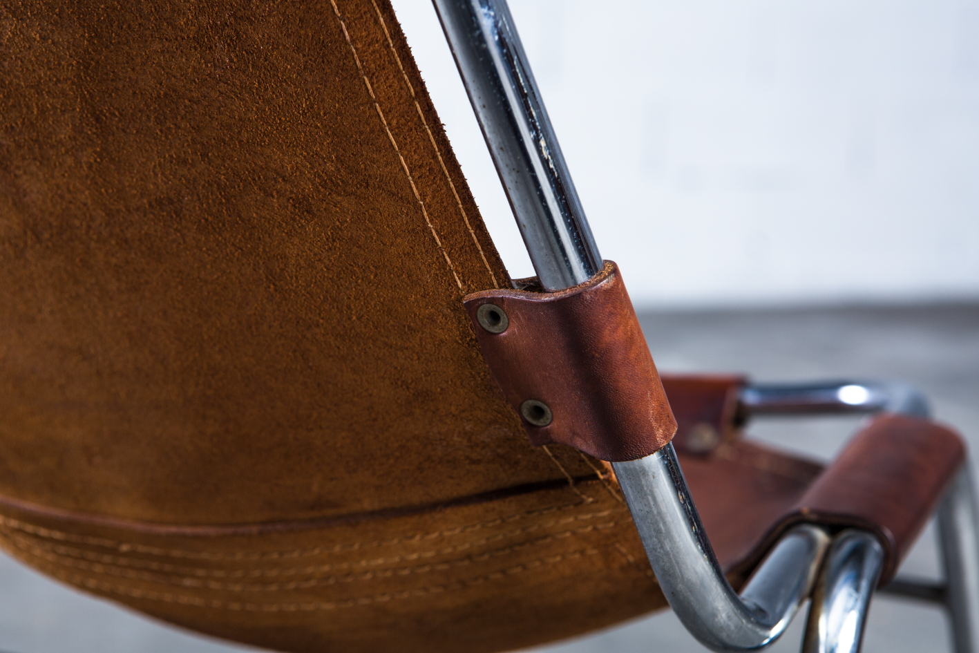 ''Les Arcs'' chairs - Charlotte Perriand - Leather and metal frame - Leather detail