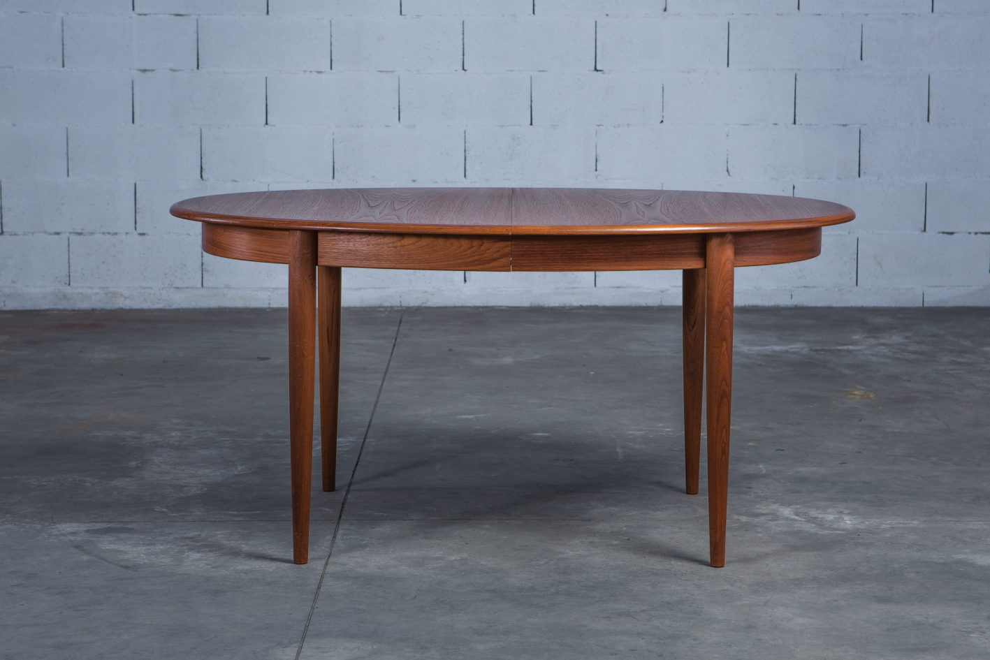 Extendable 1960s danish oval dining table - Gudme Mobelfabrik - Table without extensions