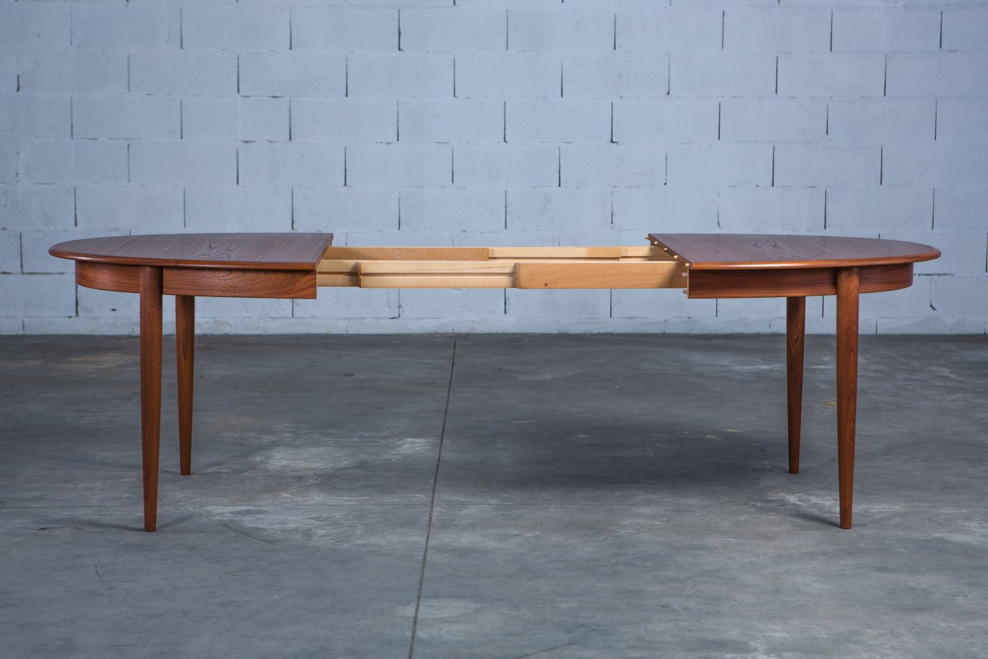 Extendable 1960s danish oval dining table - Gudme Mobelfabrik - Open