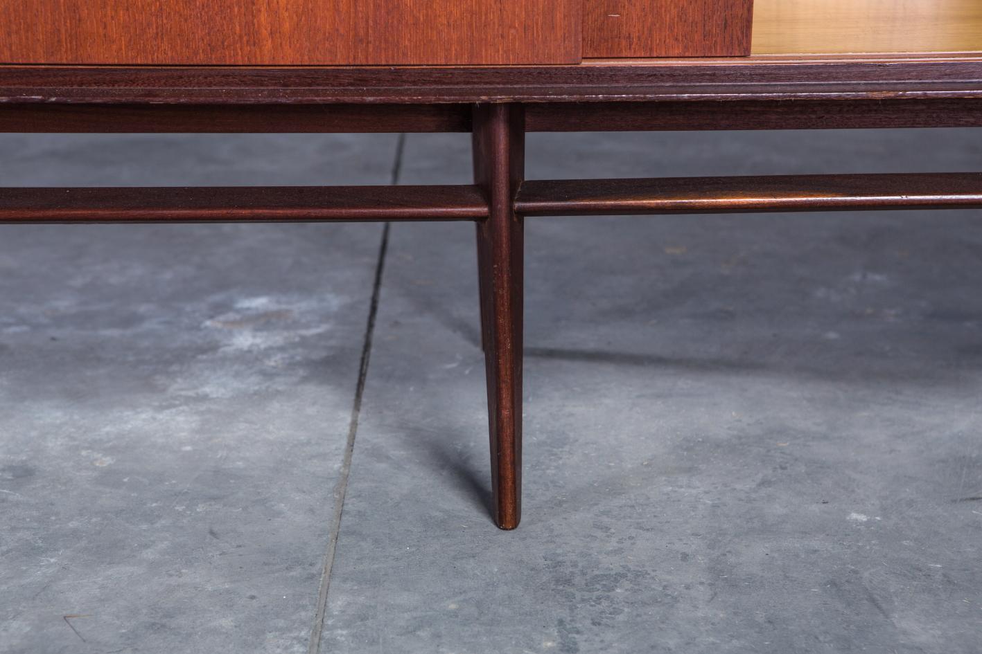 Teak sideboard - Palutari for Dassi - Legs detail