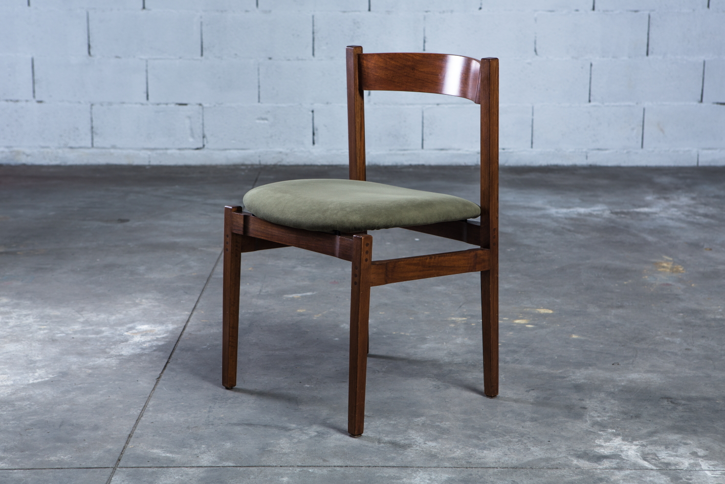 Model 104 chairs by Gianfranco Frattini for Cassina - 3/4 front view