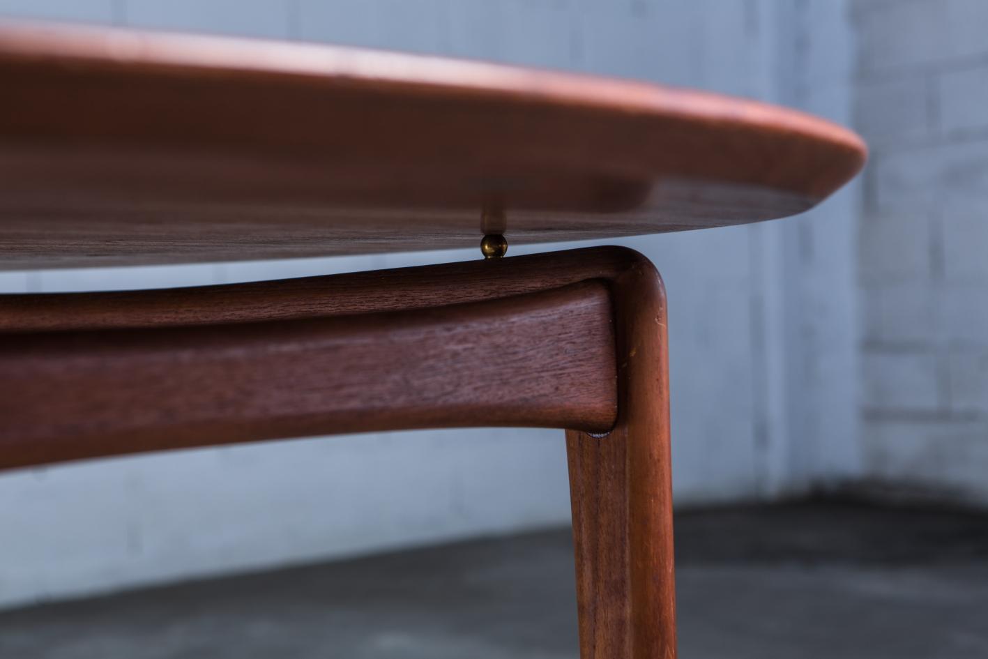 FD 12/50 round table - Peter Hvidt Orla Molgaard - France & Daverkosen - legs detail