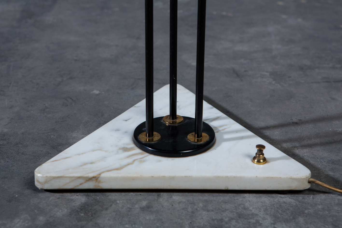 Three arms Floor Lamp made by marble, brass and glass - Stilnovo Italy 1950s - Marble base detail