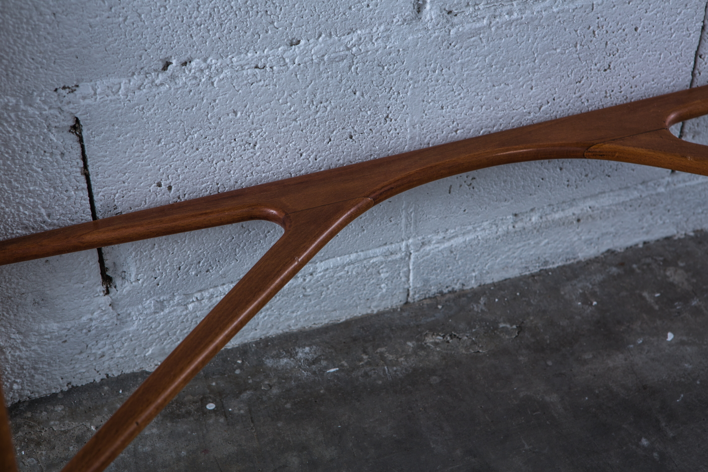 Ash and teak carved console Italy 1940s - Frame detail
