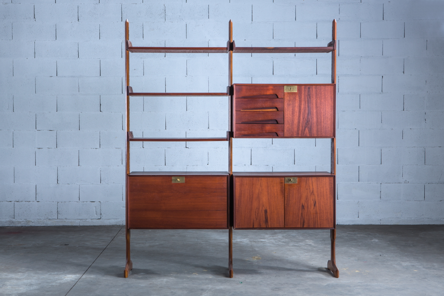 Free standing wall unit, Palutari for Dassi - Front view