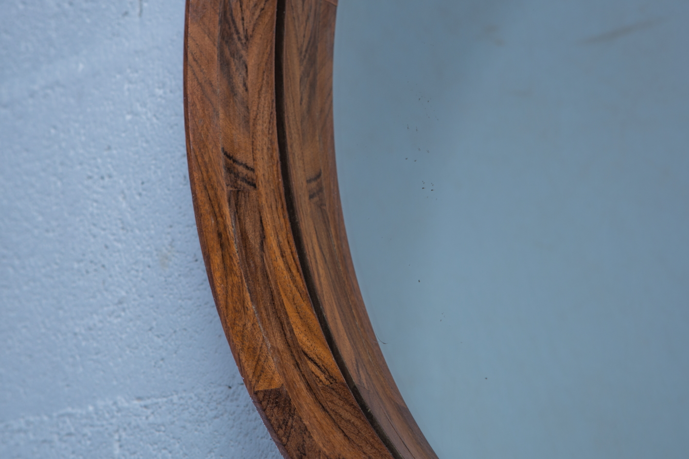 Unique Mid Century Italian Wood Round Mirror produced by Poggi Pavia 1950s Italy - Frame detail