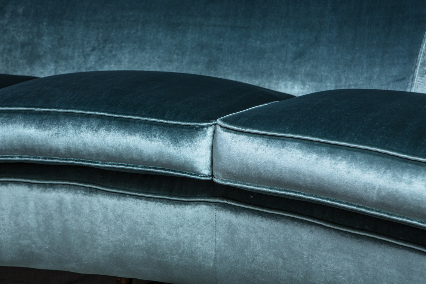 Three seater mid century Italian curved sofa - 1940s - detail