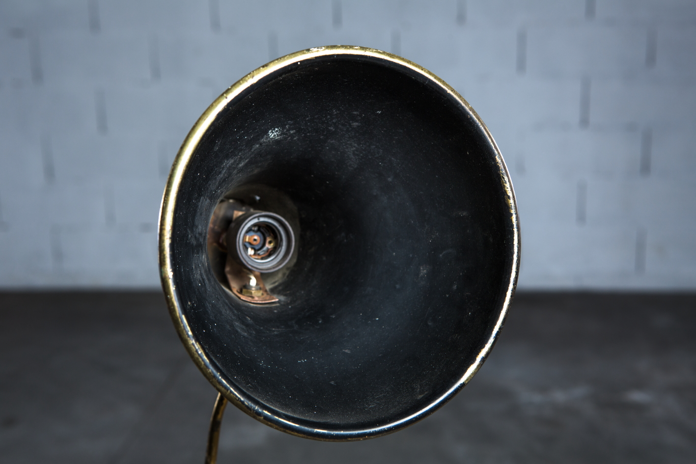 Brass 1950s Italian extendable floor lamp - Front view