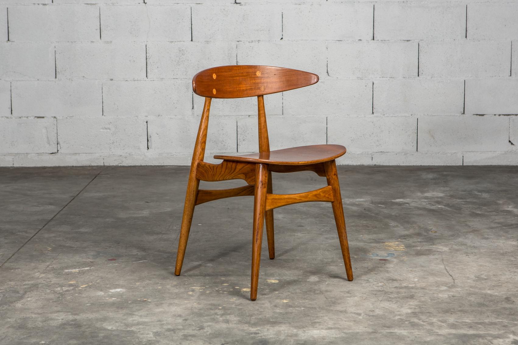 Molded teak backrests and oak frames CH 33 chairs - Hans J. Wegner for Carl Hansen & Son - 3/4 front view