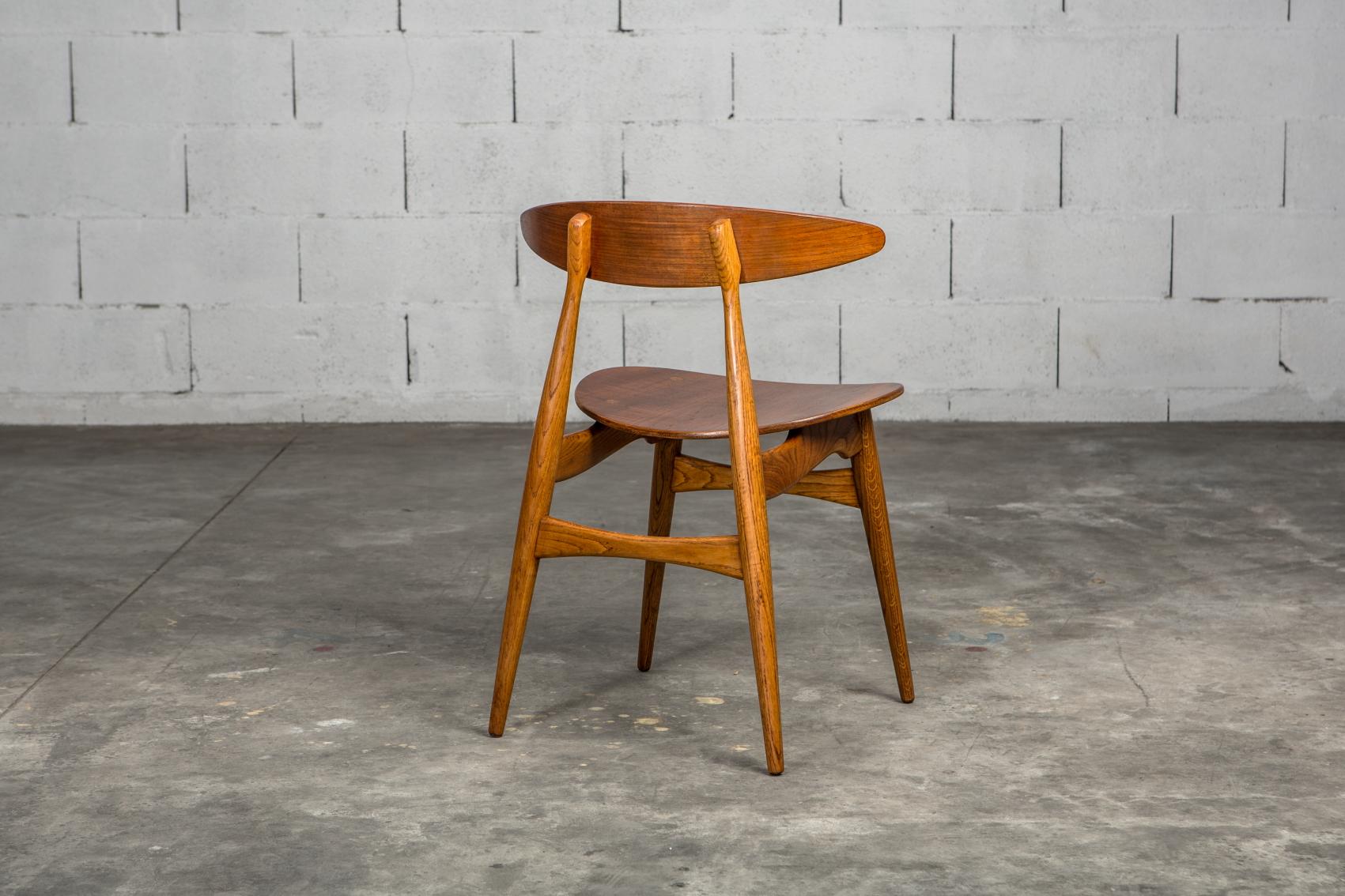 Molded teak backrests and oak frames CH 33 chairs - Hans J. Wegner for Carl Hansen & Son - 3/4 back view