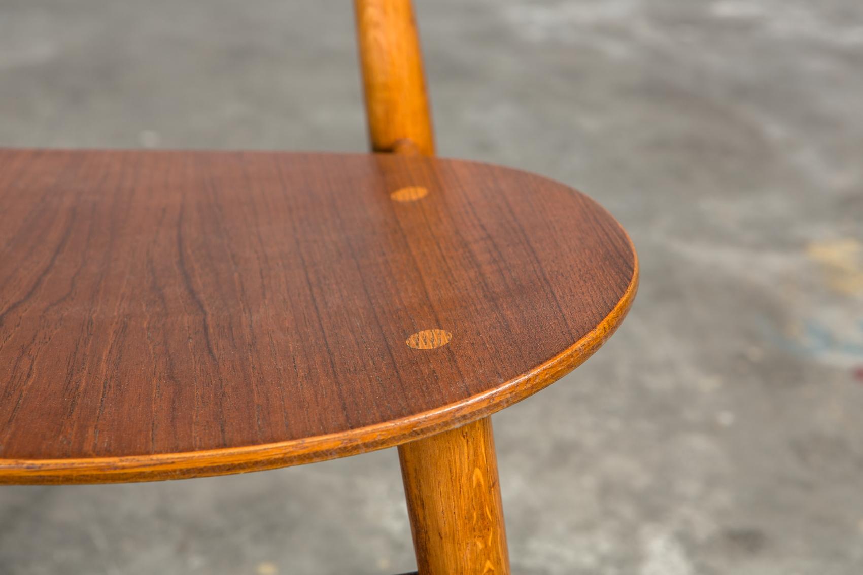 Molded teak backrests and oak frames CH 33 chairs - Hans J. Wegner for Carl Hansen & Son - Seat detail
