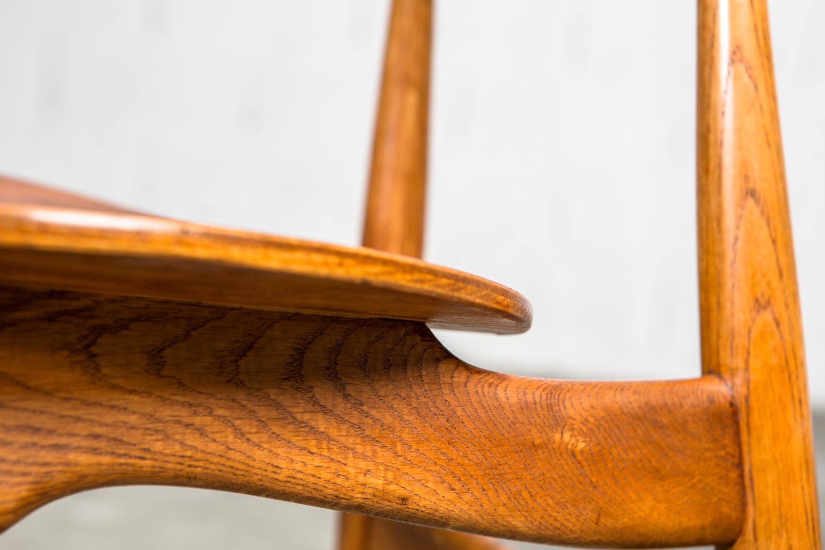 Molded teak backrests and oak frames CH 33 chairs - Hans J. Wegner for Carl Hansen & Son - Oak detail